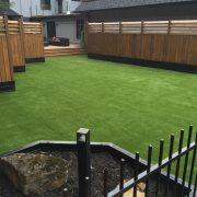 Gazon synthétique  Gazon synthétique pour votre terrasse, jardin, aménagement de terrain,  cours de garderie, CPE, tour de piscine, bande de trottoir, parc à chien, coin de terrain problématique, nous avons plusieurs choix pour vous selon la densité, fibre et qualité.